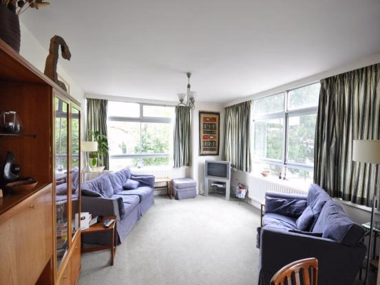 Two bedroom apartment in Walton on Thames with a 6.9% yield